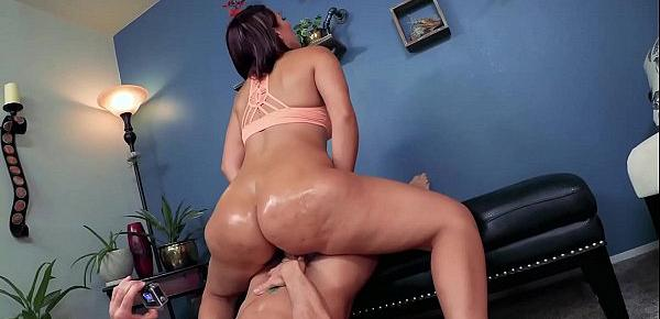 HUGE ASS 19 YEAR OLD VALENTINA JEWELS IN BIG BUTTS & BEYOND 4 [TRAILOR]